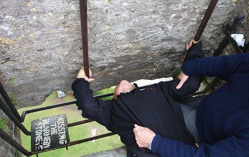 kissing the blarney stone tshirt1 Funny St. Patricks Day T shirts